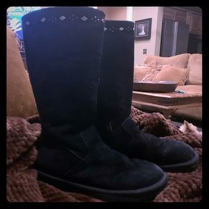 Very unique Authentic UGGs Black & Silver detail